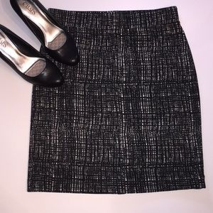 NWOT Black&white pencil skirt by Nicole Miller szM